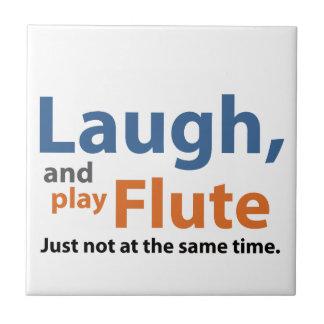笑いおよび演劇のフルート タイル