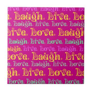 笑い愛有望な単語のショッキングピンクの明るい赤紫色は住んでいます タイル