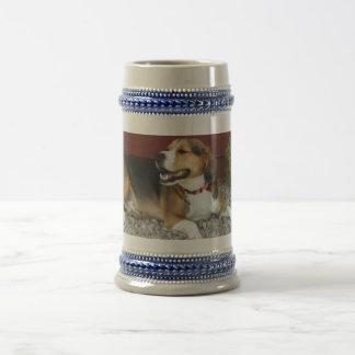 笑うビーグル犬ビールステインのコーヒー・マグ ビールジョッキ