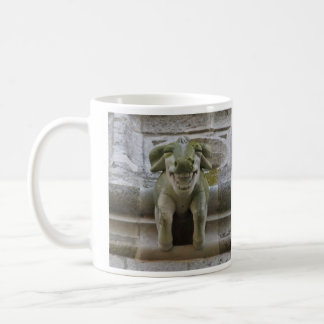 笑うラムのガーゴイルのマグ コーヒーマグカップ