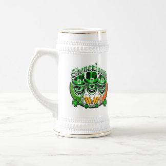 笑う小妖精のスカル: 偽り ビールジョッキ