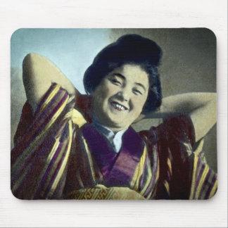 笑う日本のな女の子のヴィンテージ マウスパッド