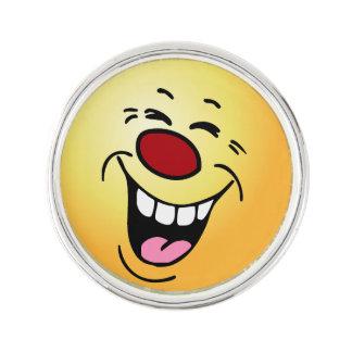 笑う顔: 私の従業員は昇給を得ると期待します ラペルピン