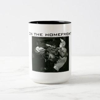 第二次世界大戦-国内戦線の飲料のマグの… ツートーンマグカップ