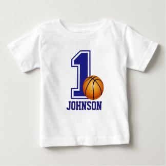 第1名前入りな誕生日の男の子のバスケットボール ベビーTシャツ