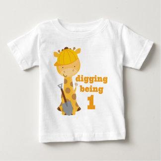 第1誕生日のキリンの建設作業員のTシャツ ベビーTシャツ
