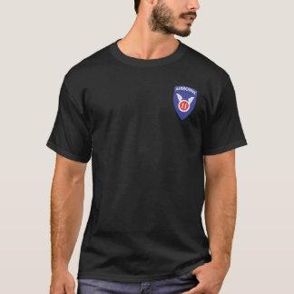 第11空輸 + 187th ToriiのTシャツ Tシャツ