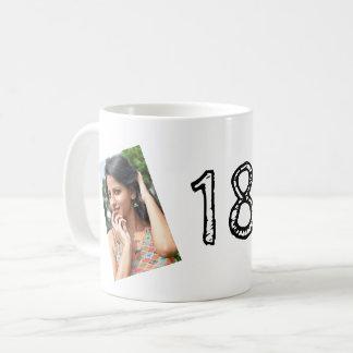 第18誕生日の写真のマグ コーヒーマグカップ