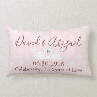 第20結婚記念日のピンクおよび白いダマスク織 ランバークッション