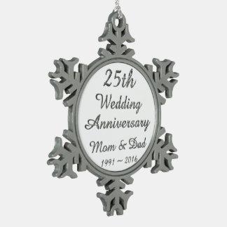 第25結婚記念日のシックな銀製のタイポグラフィ スノーフレークピューターオーナメント
