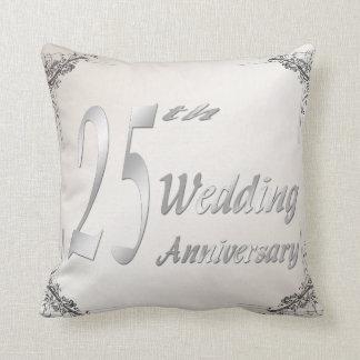 第25結婚記念日の記念品の枕 クッション