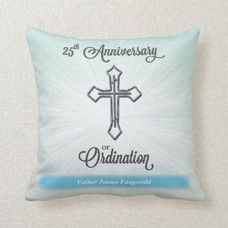 第25聖職授与式、正方形のギフトの記念日 クッション