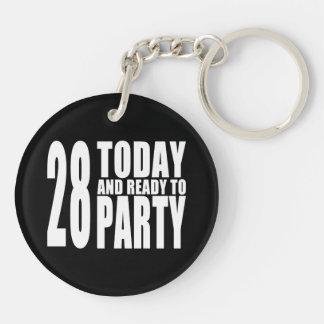 第28誕生会: 28今日及びパーティを楽しむために用意して下さい キーホルダー