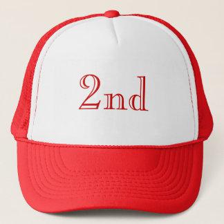 第2。 カスタムな文字。 赤および白 キャップ