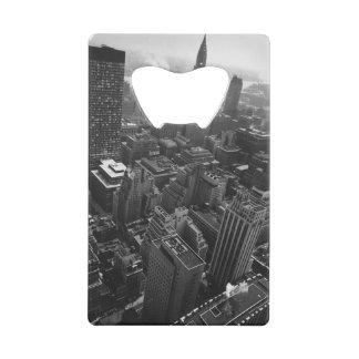 第2 1961年5月:  ニューヨークのクライスラの建物 クレジットカード 栓抜き