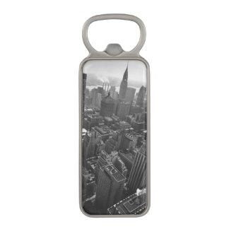 第2 1961年5月:  ニューヨークのクライスラの建物 マグネット栓抜き
