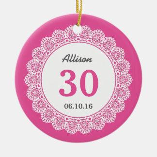 第30レースA04との誕生日の想い出の品のピンク セラミックオーナメント