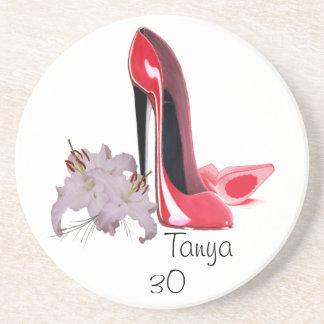 第30誕生日の赤い小剣の靴およびユリCoaste コースター