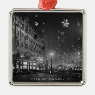 第30 1955年11月: クリスマスの装飾 メタルオーナメント