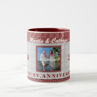第40ルビー色記念日の赤く、銀製のダマスク織の写真 ツートーンマグカップ