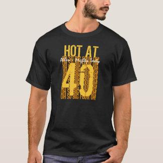 第40 40 40名前をカスタムするで熱い誕生日プレゼント Tシャツ