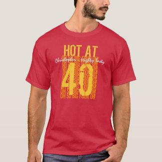 第40 40 40名前をカスタムするでV02熱い誕生日プレゼント Tシャツ
