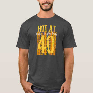 第40 40 40名前をカスタムするでV03熱い誕生日プレゼント Tシャツ