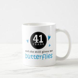 第41結婚記念日の蝶のためのギフト コーヒーマグカップ