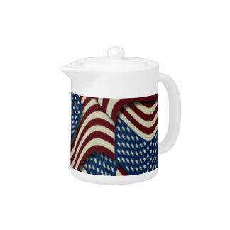 第4 7月のパーティの赤く白くおよび青の米国旗の