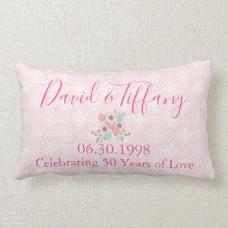 第50結婚記念日のピンクおよび銀 ランバークッション