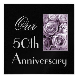 第50記念日の招待状のラベンダーの紫色のバラ カード