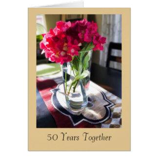 第50赤い花が付いている記念日の挨拶状 グリーティングカード