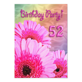 第52ピンクの花を持つ誕生日のパーティの招待状 カード