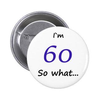 第60誕生日おもしろいなIの` m 60そう何 5.7cm 丸型バッジ