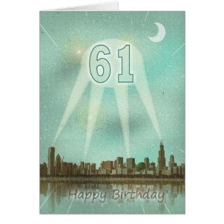 第61都市およびスポットライトが付いているバースデー・カード カード