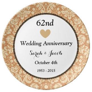 第62結婚記念日の黒およびタンのダマスク織A62A 磁器プレート