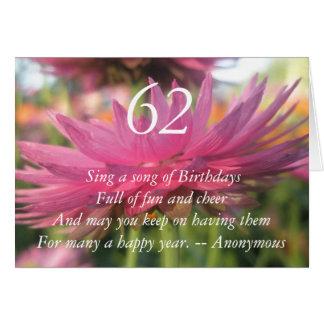 第62誕生日のピンク紙デイジーの引用文カード カード