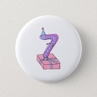 第7誕生日のピンクおよび紫色の漫画 缶バッジ
