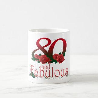 第80誕生日80およびすばらしい赤いバラの花柄のマグ コーヒーマグカップ