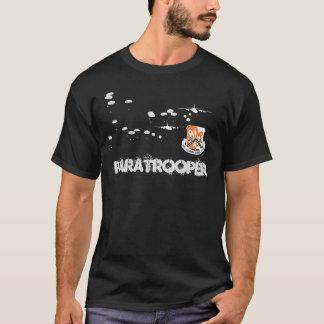 第82信号のBn.の落下傘兵のTシャツ Tシャツ