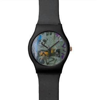 管の写真撮影の腕時計の都市落書き 腕時計
