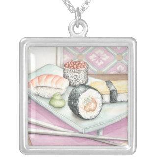 箸が付いている分類された寿司のプレート シルバープレートネックレス