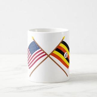 米国およびウガンダによって交差させる旗 コーヒーマグカップ