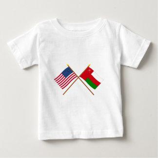 米国およびオマーンによって交差させる旗 ベビーTシャツ