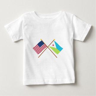 米国およびジブチによって交差させる旗 ベビーTシャツ