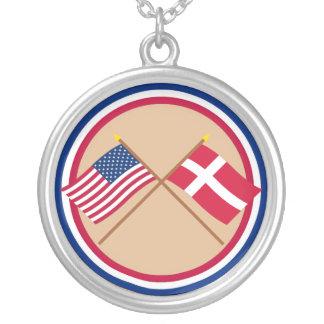 米国およびデンマークによって交差させる旗 シルバープレートネックレス
