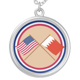 米国およびバーレーンによって交差させる旗 シルバープレートネックレス