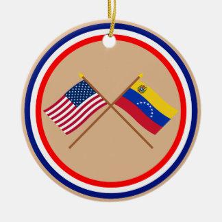 米国およびベネズエラによって交差させる旗 セラミックオーナメント