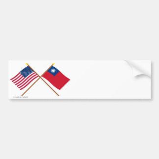 米国および台湾によって交差させる旗 バンパーステッカー