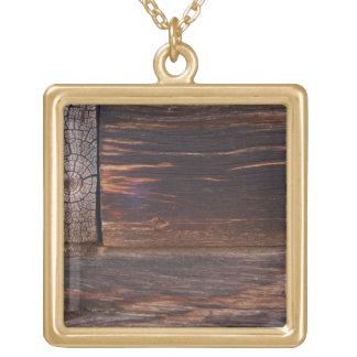 米国のサケ、アイダホの丸太小屋 ゴールドプレートネックレス